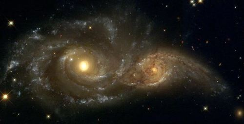 When galaxies merge, their central black holes will combine, generating gravitational waves. (NGC 2207 and IC 21634) [NASA, ESA and Hubble Heritage Team].