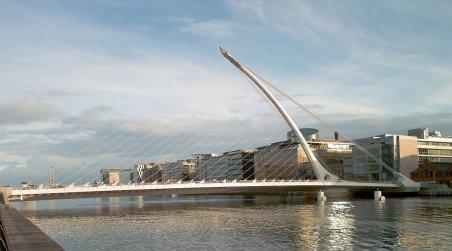 Samuel Beckett Bridge, Dublin [Image from Wikimedia Commons. Photo by William Murphy].