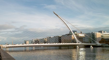 Samuel Beckett Bridge, Dublin [Image from Wikimedia Commons. Photo by William Murphy].